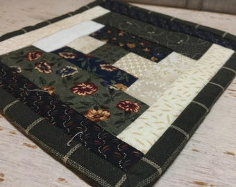 Courthouse Steps - Quilted Doily - Snack Mat - Mug Rug - Candle Mat