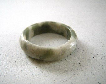 Solid Stone Ring Variegated Dusty Green and White Size 8 3/4