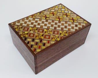 Japanese Puzzle box (Himitsu bako)- 4.5inch(115mm) 12 steps Walnut / Yosegi