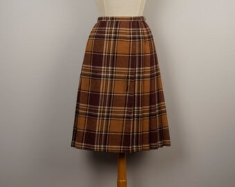 brown tan tartan traditional kilt with pin long pleated accordion pleat plaid wool blend wrap skirt | 60s vintage 24 inch waist small Women