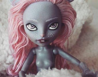 Monster High Repaint Mouscedes King Mouse fashion doll