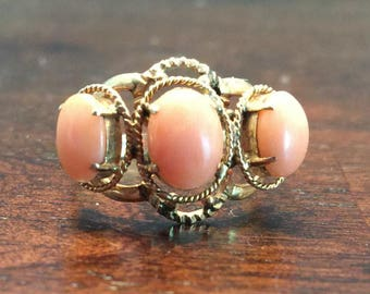Vintage 18k GOLD RING 3 Oval CORALS
