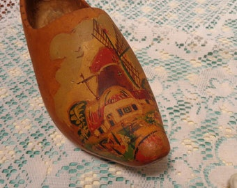 Vintage Hand Painted Clog  -  Souvenir Wood Shoe from Holland  -  17-191