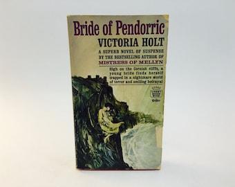 Vintage Gothic Romance Book Bride of Pendorric by Victoria Holt 1963 Paperback