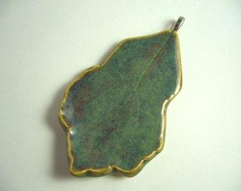 Misty Green Pottery Leaf Pendant