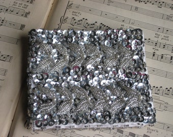 Walborg Silver Beaded Sequin Wallet Formal Hollywood Glam! Night at the Opera!