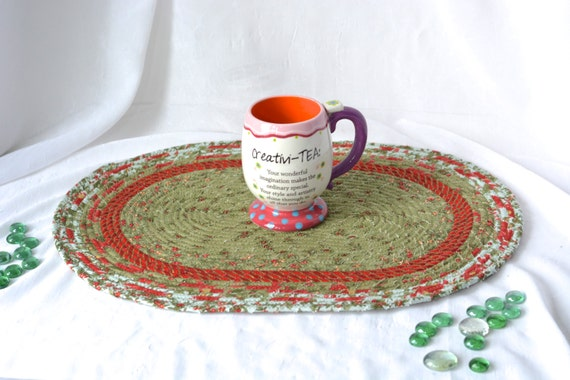 Christmas Placemat, Handmade Holiday Table Mat, Hot Pad, Christmas Decoration, Trivet, Christmas Table Topper, Holiday Table Runner