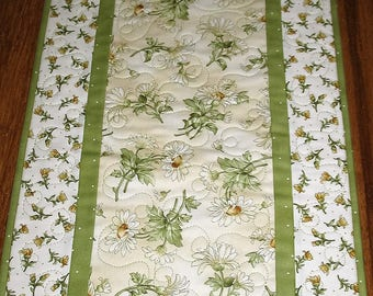 Sale Christmas in July Floral Table Runner, Daisy, Summer, quilted, fabric from Maywood, handmade, quilted table runner