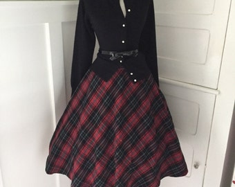 VINTAGE 1960s High Waisted Red and Gray Plaid Full Pleated Skirt