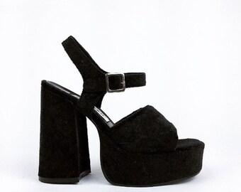 90's Velvet Chunky Ankle Strap Sandals // 7.5
