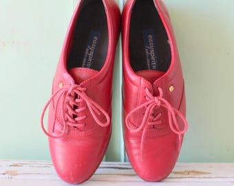 Vintage RED LEATHER Loafers...size 6 womens..shoes. oxfords. leather. retro. closed toed. urban. boho. hipster. library. classic. lace ups