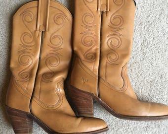 SALE ~ Vintage FRYE Cowboy Boots. Vintage Brown Leather Boots. Ladies Frye Boots. Vintage Boots. Cowgirl Boots. Vintage Frye Boots - Size 7B