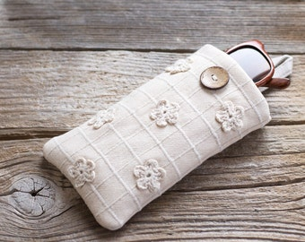 Sunglasses Case with Crochet Flowers, Natural White Cotton Eyeglasses Pouch, Hippie Eyewear
