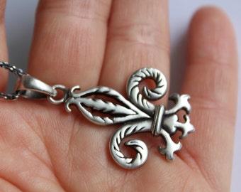 Vintage Fleur De Lis Pendant In -925 Sterling Silver Necklace