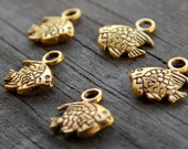 15 Antiqued Gold Fish Charms 11mm