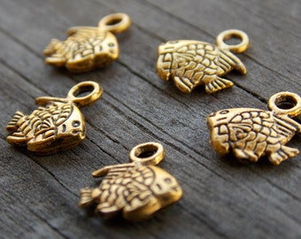 30 Antiqued Gold Fish Charms 11mm