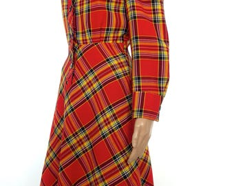 Adorable 60s/70s Tartan Button-Through Dress With Large Pointy Collar In A Size Medium