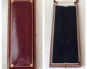 Fine Leather Gilt Box Fleur De Lis Pocket Watch Pendant Necklace Jewelry display case Vintage New Bond St. London England
