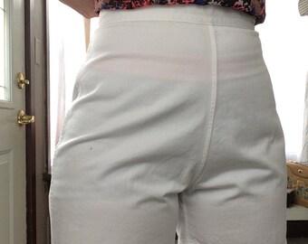 Adorable 50's High Waist White shorts DEADSTOCK
