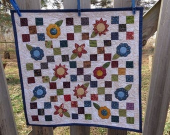 Nine patchs with Country Floral, Country Decorator quilt 0410-02