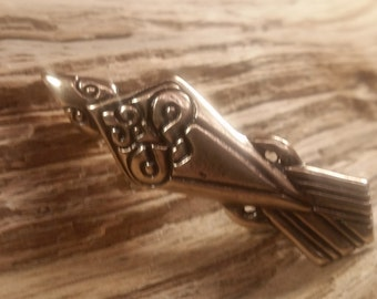 02.130.BZ  Raven pin-  viking age