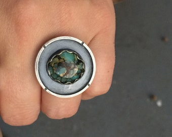RARE High Grade Seven Dwarfs Mine Webbed Gem Silica 7D Turquoise Round Shield Ring - Chunky Forged Sterling Silver Shadowbox Viking Jewelry