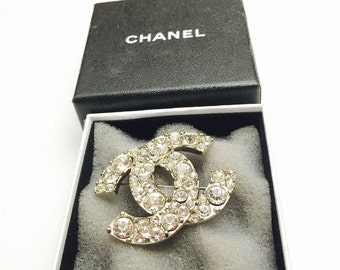 Vintage CHANEL brooch/Pin, Silver Tone, Clear Crystals, CC Large pin, Mint Condition, Item No. S220