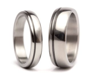 Set of two titanium and carbon fiber wedding bands. Modern and unique round rings. Water resistant and hypoallergenic. (00334_4N7N)