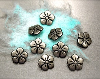 VINTAGE: 8 Silver Tone Solid Metal Buttons - Flower Buttons - SKU 17-A3-00008101