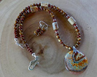 19 Inch Brown, Orange, and Gold Fire Agate Pendant Necklace with Earrings