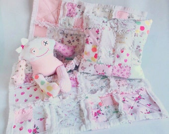 Beautiful memory quilt made from your baby's first clothes.  Soft and snuggly a precious gift for mummy and daddy.