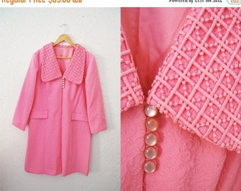 Bringing Home Baby SALE: Vintage 60s Pale Pink Textured Large Decorative Collar Car Coat / Womens Clothing