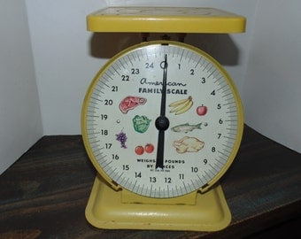 Vintage American Family Kitchen Food Scale metal 25 Pounds Yellow Retro 60s 70s