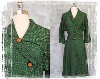 Vintage 1940s Dress, Emerald Green Dress, Flare Skirt, Fitted Waist, Fancy Dress, Party Dress, Small, Day Dress, Decorative Buttons
