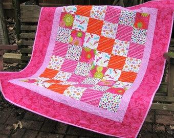 Quilt - Baby Quilt - Baby Girl Quilt - Summer Fun Baby Quilt with Mathcing Bibs and Burp Cloth Shower Gift for Baby Girl - Table Topper