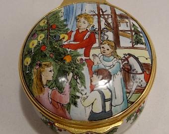 Halcyon Days NOS Enamel Merry Christmas Box Family Decorating the Tree MIB