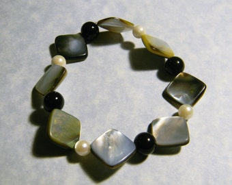 Mother of Pearl Shell, Black Agate and Freshwater Pearl Stretch Bracelet