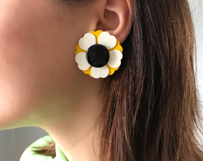 Vintage Black Eyed Susan Clip On Earrings