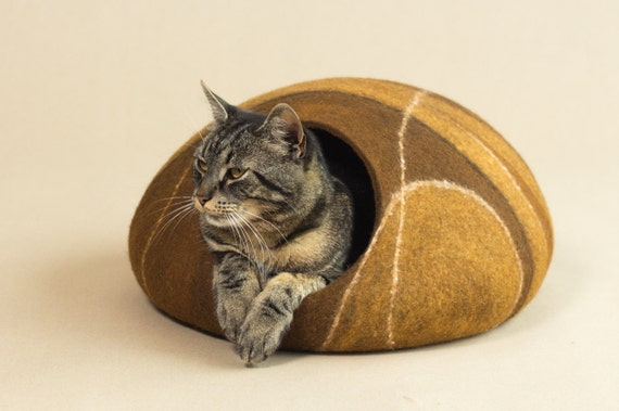 Cat bed/cat cave/cat house/brown felted cat cave (With GIFT pad)