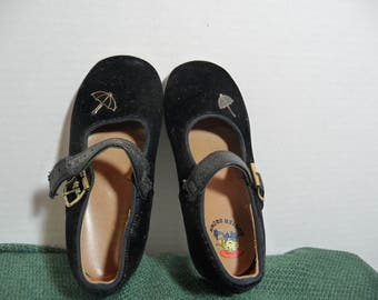 Black Velvet Mary Janes from Buster Brown,Girls shoes