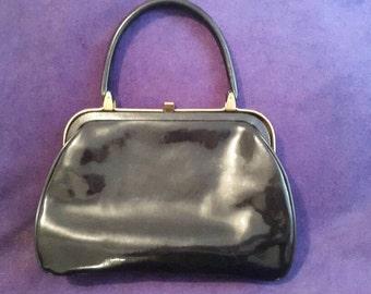 Stylish Vintage 1940's black patent leather handbag