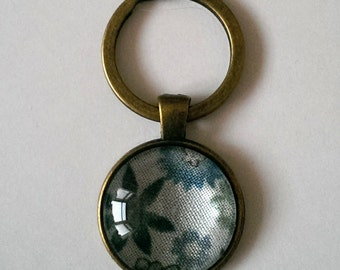 Blue Flower Keyring, Blue and White Floral Keychain with a Glass Pendant, Antique Bronze Keyring, Antique Floral Fabric Keyring