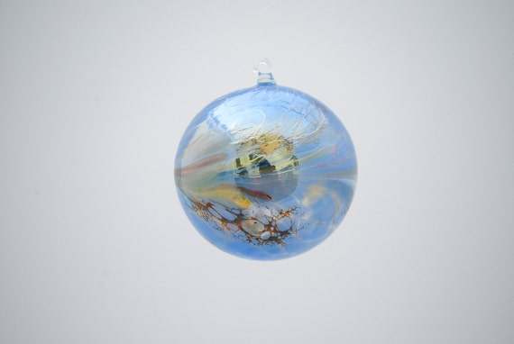 e00-62 Medium Iridescent Ornament Light Blue
