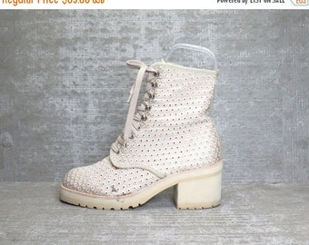 25% OFF Vtg 90s Beige Crochet Eyelet Mesh Block Heel Grunge Lace up Boots 8