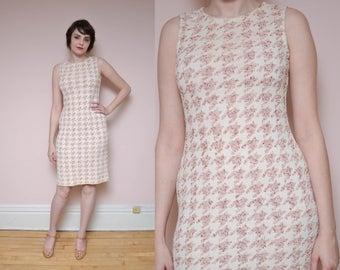 90s does 60s Knit Shift Dress M L Ivory White Pink Houndstooth Knit Sweater Sleeveeless Dress Retro Mod Dress Mini Work Dress Spring Dress