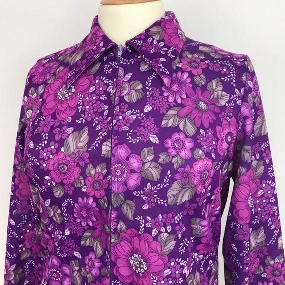 1970s shirt vintage Mod zip front top 70s pschedelic flower print polyester blouse purple pink floral scooter girl style UK 14 16