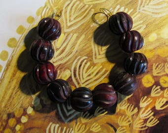 10 horn beads grooved red ruby cranberry 15 x 15 mm
