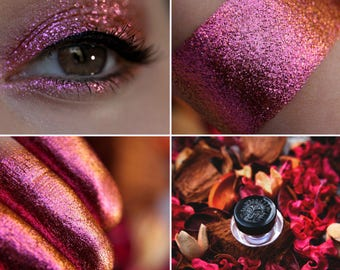 Eyeshadow: Passionate Lover - Dragonblood. Bronze-pink shimmering eyeshadow by SIGIL inspired.