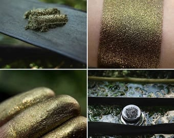 Eyeshadow: River stopper - Mountain Thorp. Brass with golden sparkles shimmering eyeshadow by SIGIL inspired.
