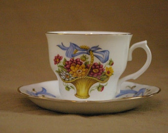 Arklow Teacup and Saucer // Bone China Made in Ireland Teacup // September Dahlia Teacup // Vintage Teacup